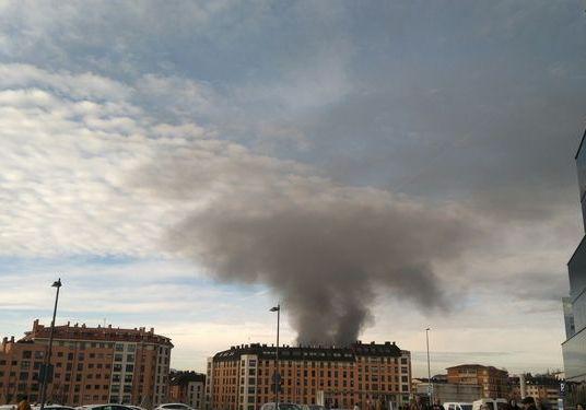 Esto es lo que pasa cuando se incendia algo y está el cielo fumigado
